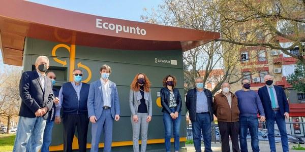El Ayuntamiento amplía la red de ecopuntos de recogida selectiva con una nueva instalación junto a la Glorieta Olímpica de La Macarena y eleva a 14 la red de Lipasam en los distritos