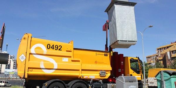 El Ayuntamiento pone en funcionamiento los nuevos contenedores soterrados del Polígono Sur tras una campaña de información para su buen uso