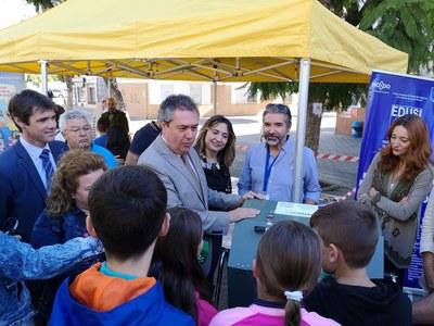 El Ayuntamiento pone en servicio tres nuevos ecopuntos y distribuye 27 compostadoras en colegios de la zona Norte y Macarena financiados a través del programa europeo Edusi