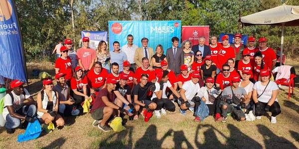 El Ayuntamiento respalda una acción de Coca-Cola para promover el cuidado y la protección ambiental del entorno del Guadalquivir realizada en suelos del Estado anexos al río y con la participación de 140 voluntarios
