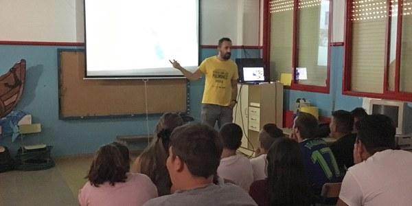 Escolares del Polígono sur reciben información sobre los nuevos contenedores soterrados