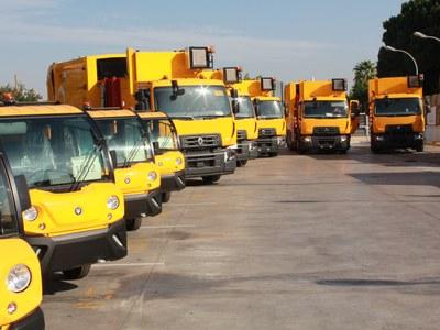 Lipasam aprueba hoy una inversión de 2,2 millones en baldeadoras  y nuevos vehículos y un plan extraordinario para la reparación  y limpieza de los contenedores