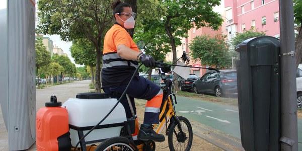 Lipasam desinfectará contenedores y mobiliario urbano con triciclos eléctricos adaptados a través de un proyecto piloto con la empresa sevillana Bikelecing