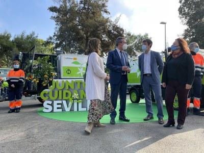 Lipasam incrementa los baldeos en los barrios un 70% con la incorporación de 15 nuevas baldeadoras y la reordenación de servicios y refuerza los planes de desinfección con una media de 250.000 litros al día