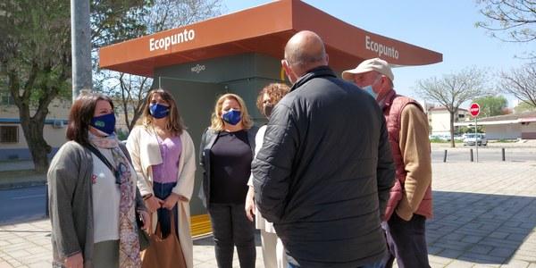 LIPASAM INSTALA UN NUEVO ECOPUNTO PARA RECOGIDA SELECTIVA EN EL BARRIO DE ALCOSA